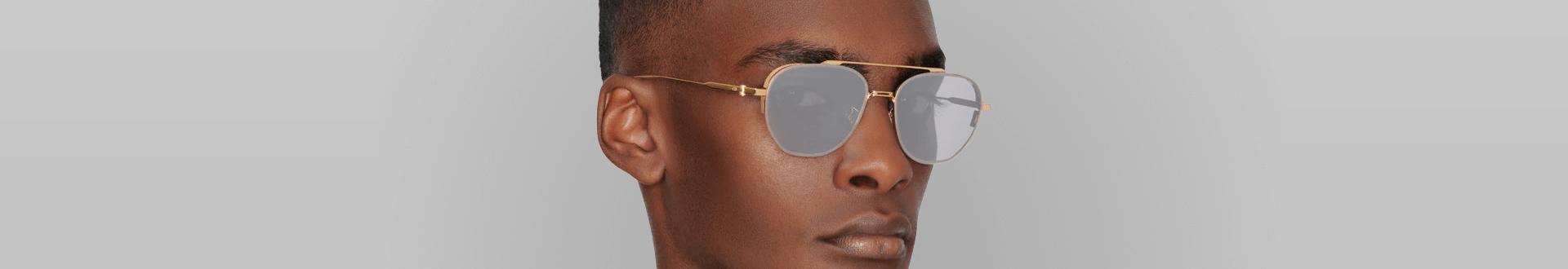 Homem negro usando óculos Dior Homme masculino de sol, no formato aviador dourado